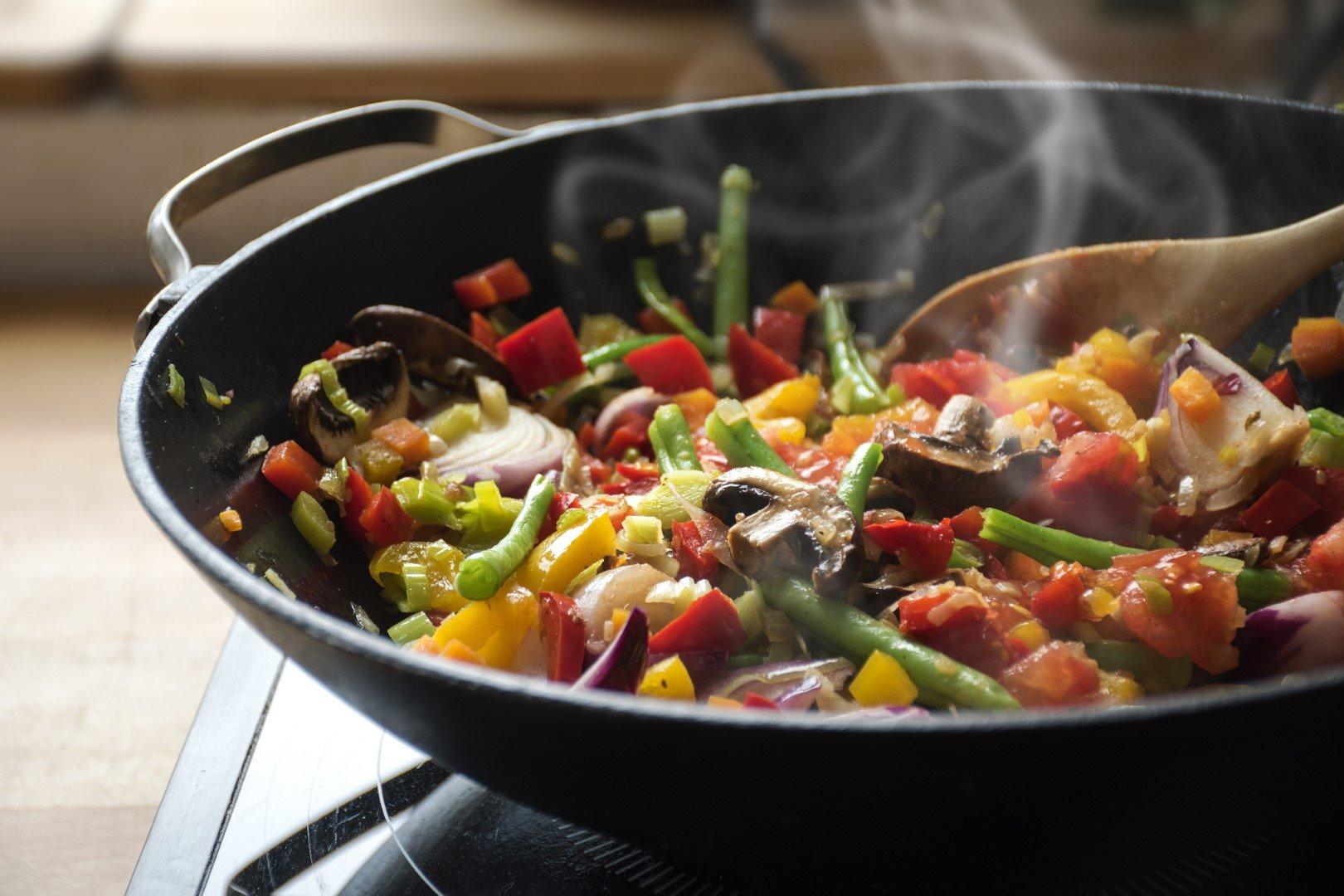 cooking vegetables (Large)