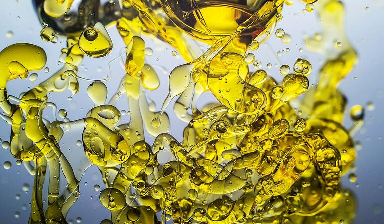 olive oil in water (Large)